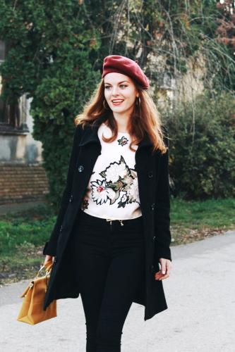 wool-beret-burgundy-black-coat-yellow-hand-bag-rose-print-top-fall-outfit-autumn-on-budget-thrifted-skinny-jeans-stylish-style-thrift-vintage-fashion-ideas-trending